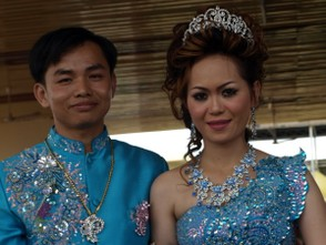 Dress in traditional Khmer bridal outfits