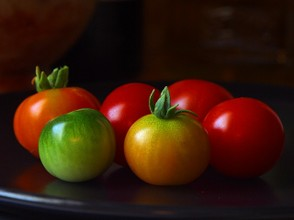 tomatoes green red still life ingredient