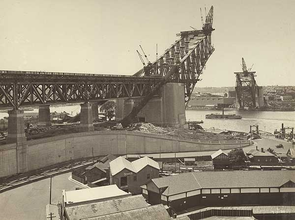 Sydney Harbour Bridge being constructed