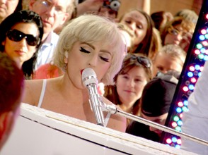 Lady Gaga, You and I Performance