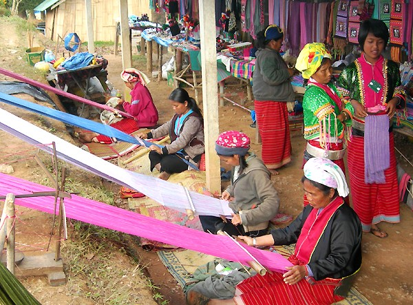 Hilltribe weavers at Ban Nor Lae