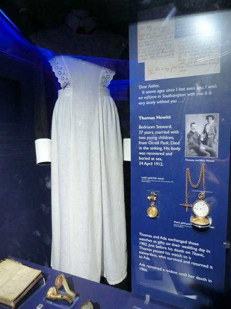 Image: Maid's dress worn on Titanic