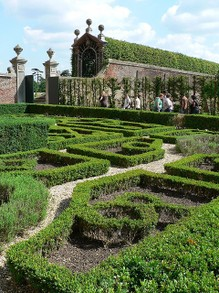This knot garden mimics a 1924 type of garden found in the 16th century.