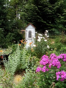 The Plants and Decor Typical of a Cottage Garden