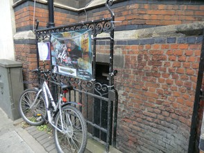 Image: Bike outside the Union Cellars