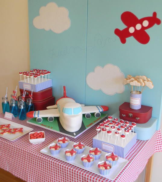 Airplane theme baby shower ideas airplane baby shower for Airplane baby shower decoration ideas