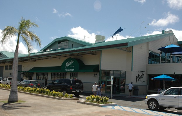 Child and parent friendly restaurants on oahu waterfront for Nico s fish market