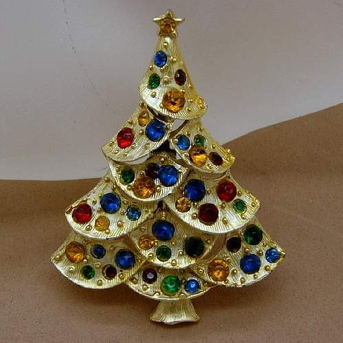 883802c20 Collecting Vintage Christmas Pins