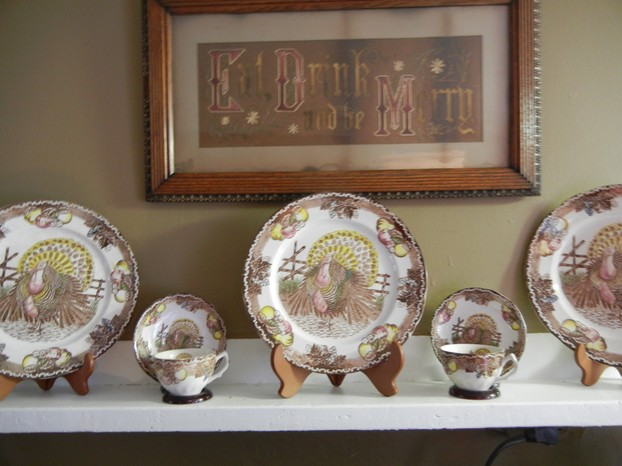 Display Your Thanksgiving Plates throughout the Fall Season