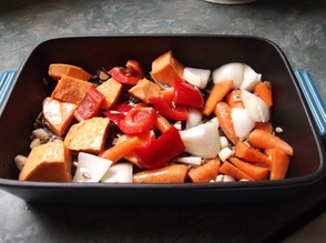 Place the vegetables and sunflower seeds into a roasting pan.