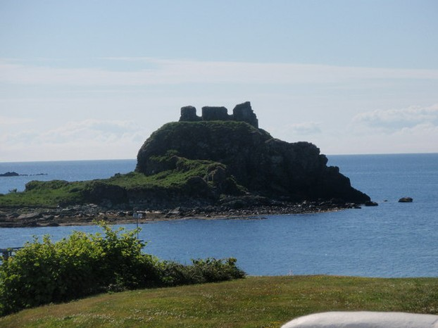The ruins of Dunyvaig Castle