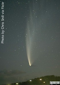 Comet McNaught - Note the overexposed house lights