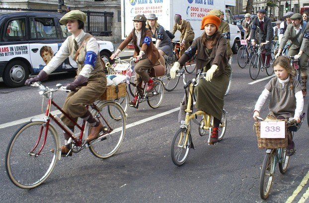 It's a Family Affair on The Tweed Run