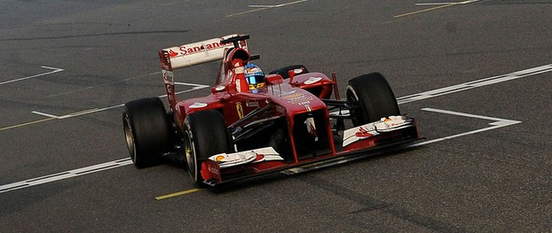 Fernando Alonso practices in Bahrain