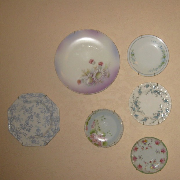 Use plates in your home decor. & Wall Plate Hangers