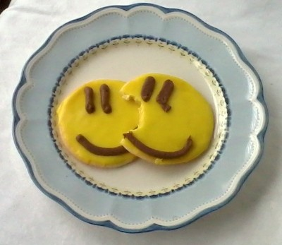 Lenox dinnerware with smiley cookies