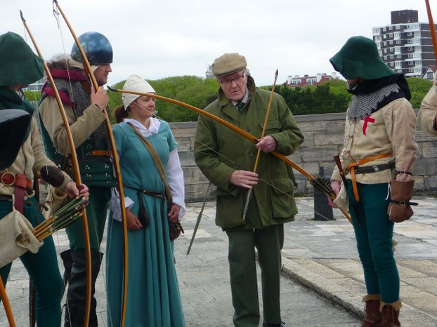Robert Hardy, actor, discusses Longbows with Archers