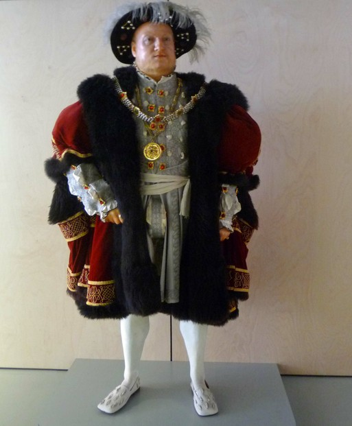 Henry VIII at Entrance to Mary Rose Museum