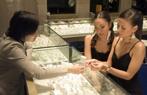 Shopping for Jewellry in Bangkok