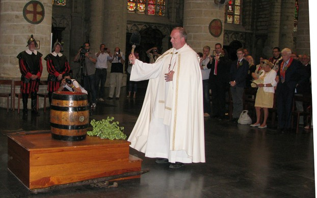 Blessing the beer in the Saint Michael & Gudula Cathedral