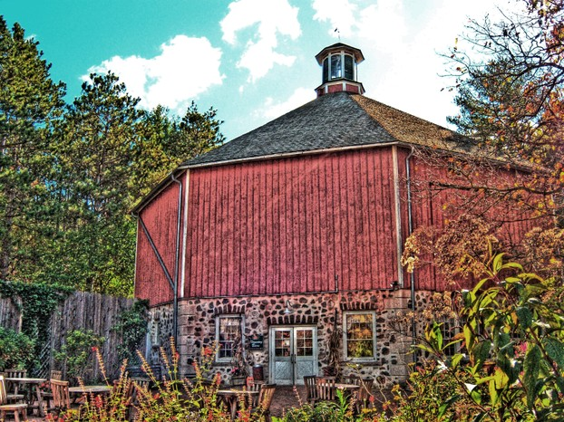 Clausing Barn: octagonal (8-sided) barn built c1897 by Ernest Clausing