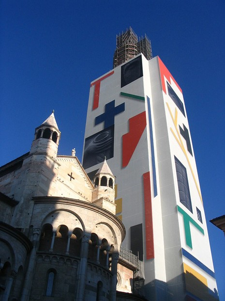 screen by Mimmo Paladino (born Dec 18, 1948) hid scaffolds during renovations Dec 2007-Sept 2011 to Modena's famed belltower