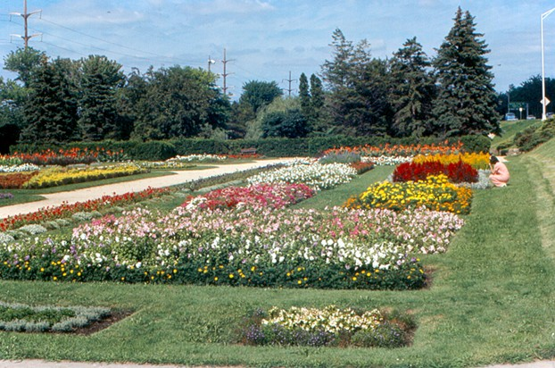 Sinnissippi Sunken Gardens: situated serenely along Rock River, a perfect picnic place