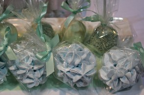 Wedding favour ideas using sweets