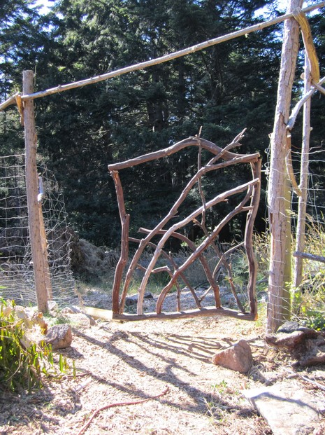 deer-proof gate: ready for attachment to fence