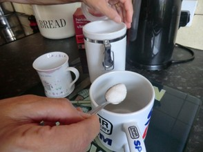 Image: Adding sugar in tea made the British way