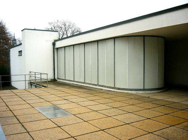 street level access to Villa Tugendhat