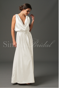 Image: Sybil Handfasting Gown for Plus Size Ladies