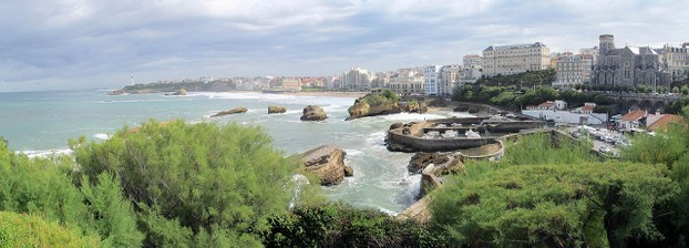 Biarritz,  Pyrénées Atlantiques department: overlooks Bay of Biscay along southwestern France's Atlantic Coast