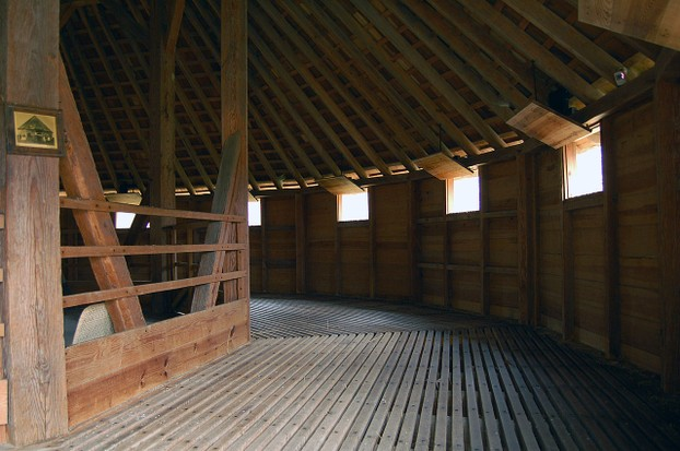 1996 replica of George Washington's 16-sided treading barn, Mount Vernon Pioneer Farmer site