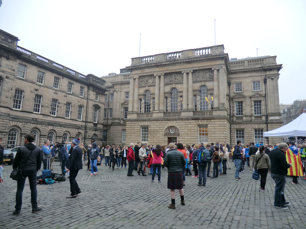 Image: Scenes from Scottish Referendum Day in Edinburgh St Giles Kirkyard