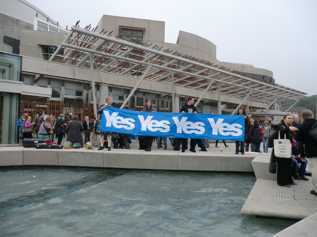 Image: Yes Campaigners for Scottish Independence outside Parliament on September 18th 2014