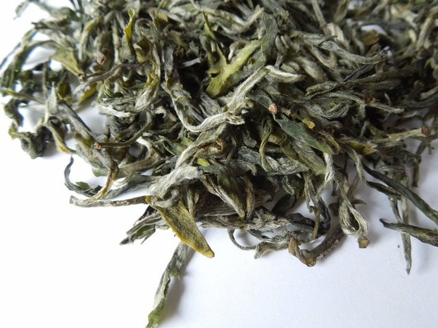 Loose-leaf Xue Ya or Snow Buds Green/White Tea