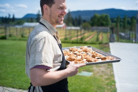 Chef Elskins taking canapés through the vineyard.