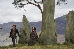 Image: Jamie and Claire at Craigh na Dun Stone Circle