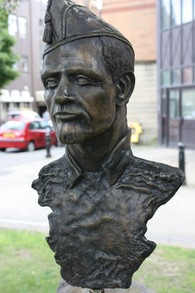 No Pasaran - Sculpture in Belfast, July 2010 by Ardfern