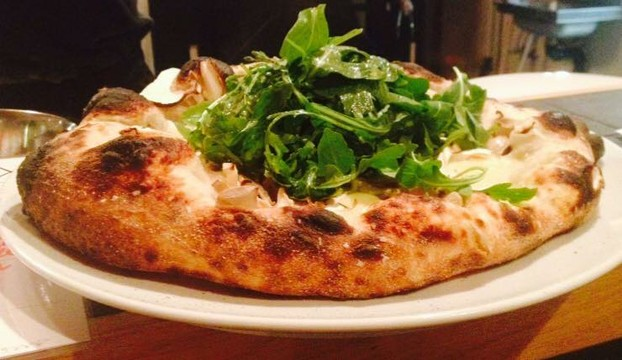 Pizza with funghi, panna, roast garlic, shaved mushroom, fontina, arugula