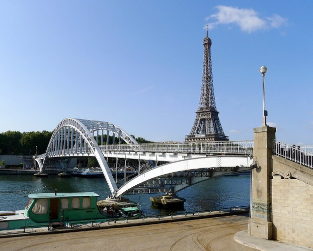 Passerelle Debilly (foreground) with Eiffel Tower (background): Paris, north central France
