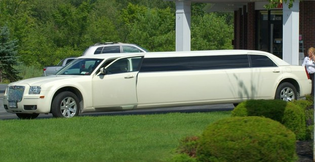 white Chrysler 300C
