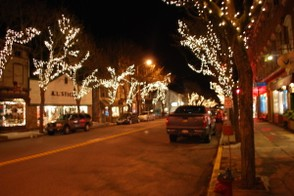 Rhinebeck decorated for Christmas