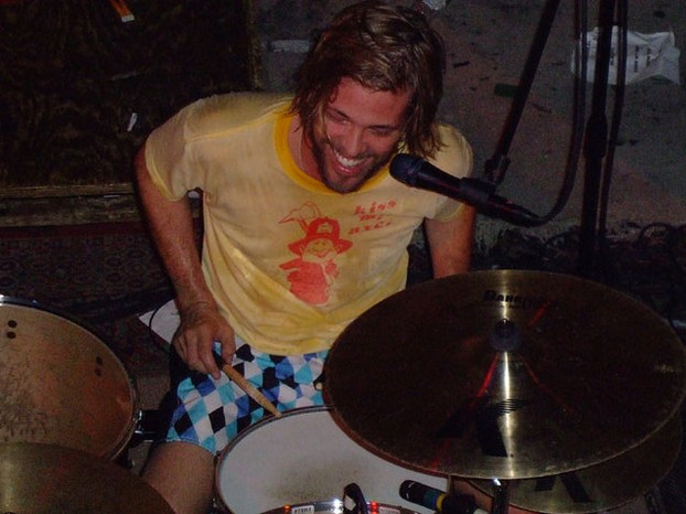 Taylor Hawkins performing in Philadelphia with the Coattail Riders.