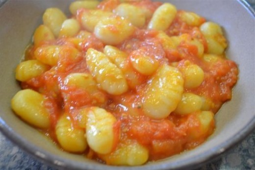 Gnocchi with Tomato Sauce with Butter and Onion