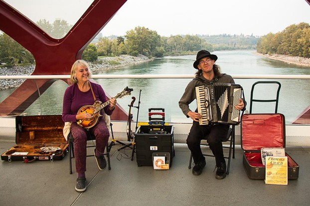 Linda Kitchin and Darcy North playing on the Peace Bridge