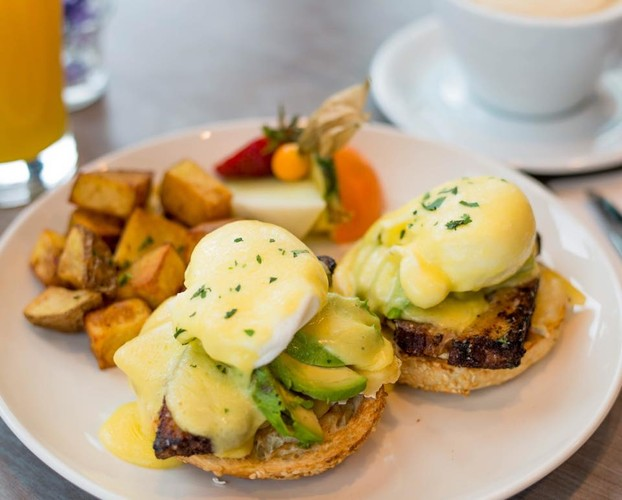 Bistro Benny - Pork belly, avocado, brie, hollandaise