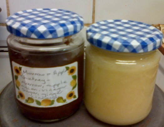 Apple and marrow chutney; apple sauce