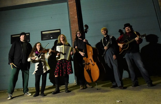 The Whiskey Jerks (L to R): Kevin Buzinski, Anne Bekolay, Gillian Snider, Nevin Buehler, James Daikuw, Peter Abonyi